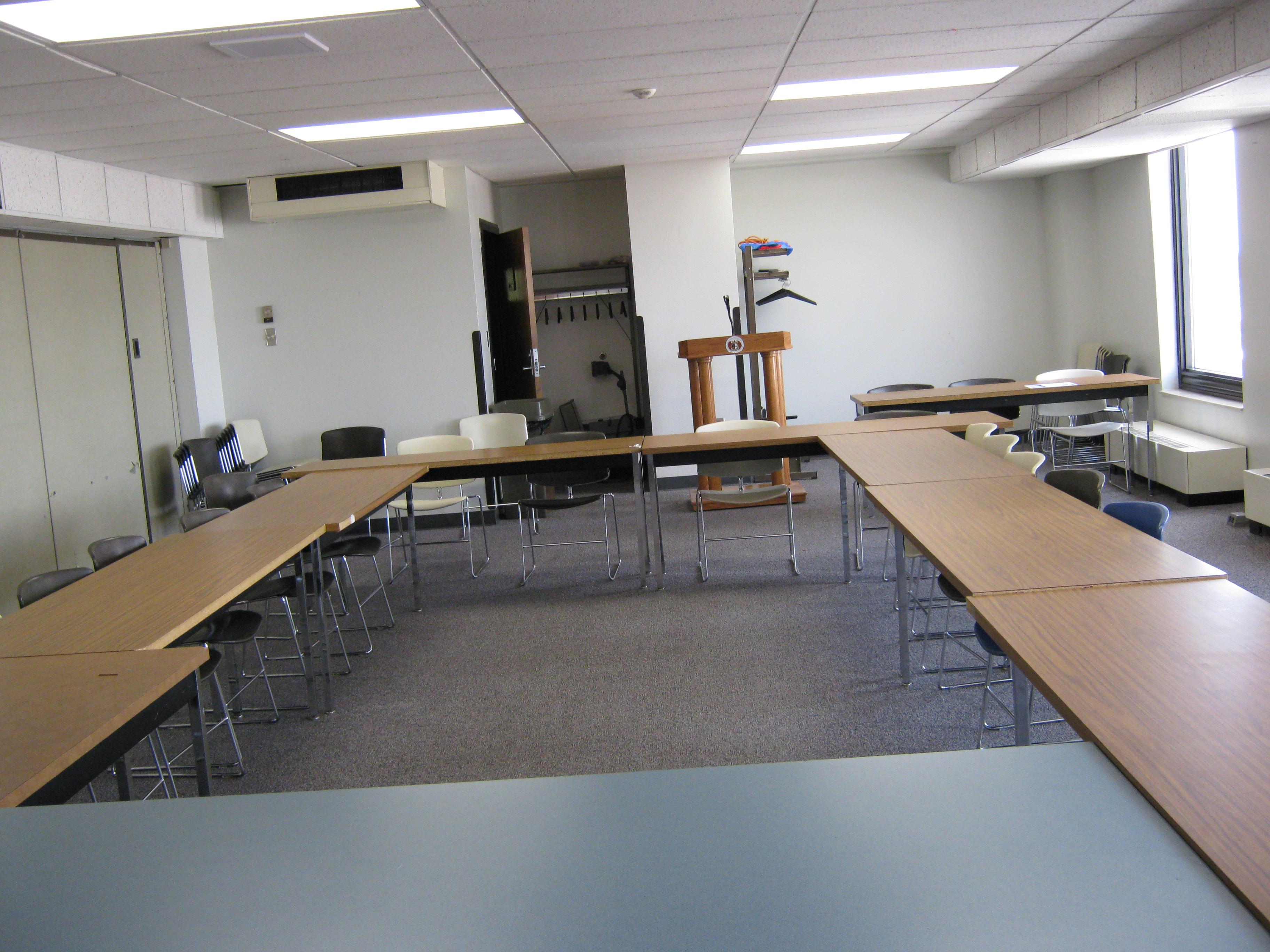 Landers State fice Building Room